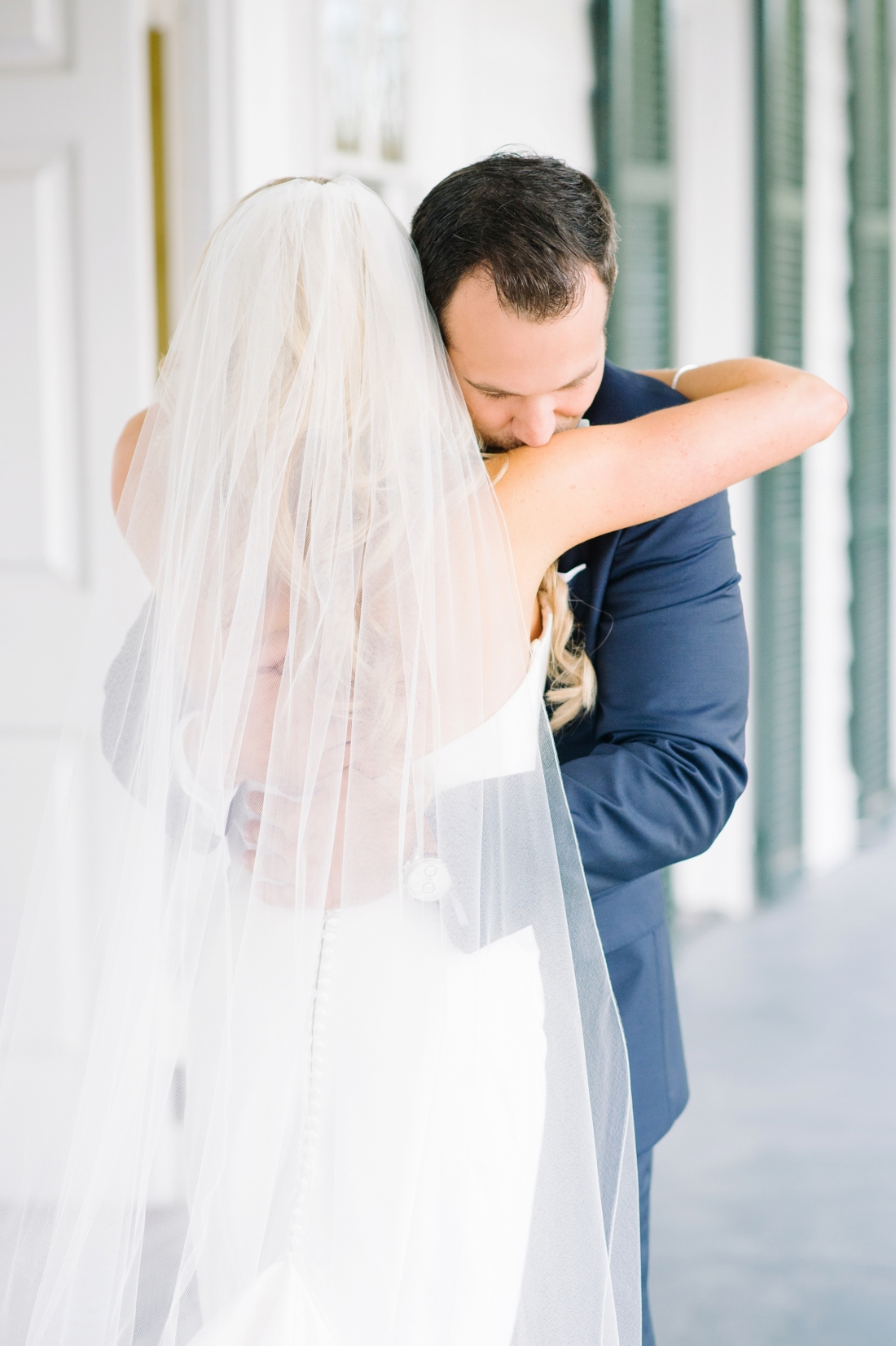 First Look at a at Lowndes Grove Plantation wedding by Aaron and Jillian Photography in Charleston, SC lowndes-grove-wedding-by-charleston-wedding-photographer-aaron-and-jillian-photography_0028