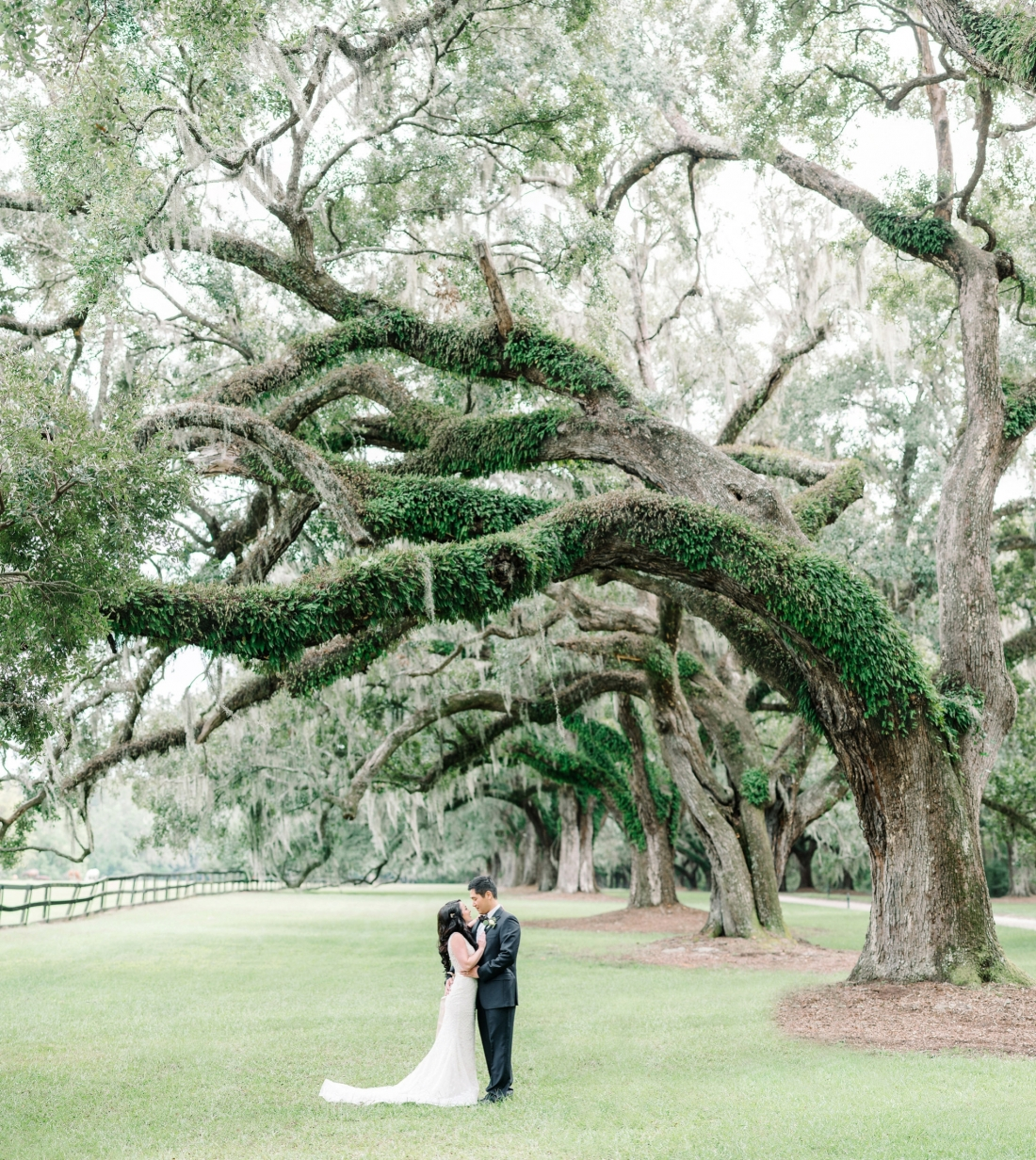 thomas-and-callas-boone-hall-plantation-wedding-by-charleston-wedding-photographers-aaron-and-jillian-photography-_0040