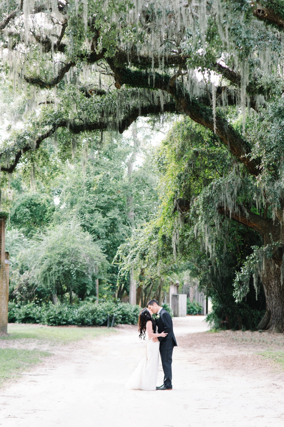 thomas-and-callas-boone-hall-plantation-wedding-by-charleston-wedding-photographers-aaron-and-jillian-photography-_0049