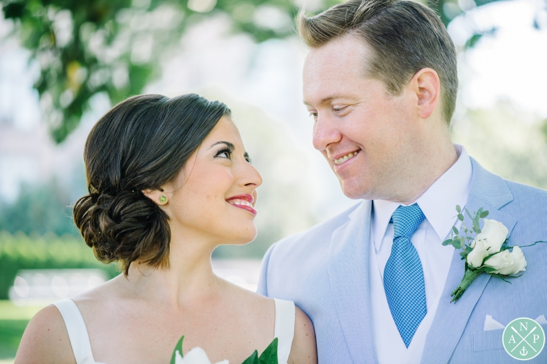 Bride and groom portrait at a New York Botanical Gardens wedding by Charleston wedding photographers Aaron and Jillian Photography -_0027
