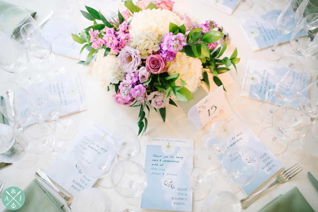 Floral center piece at a New York Botanical Gardens wedding by Charleston wedding photographers Aaron and Jillian Photography -_0073