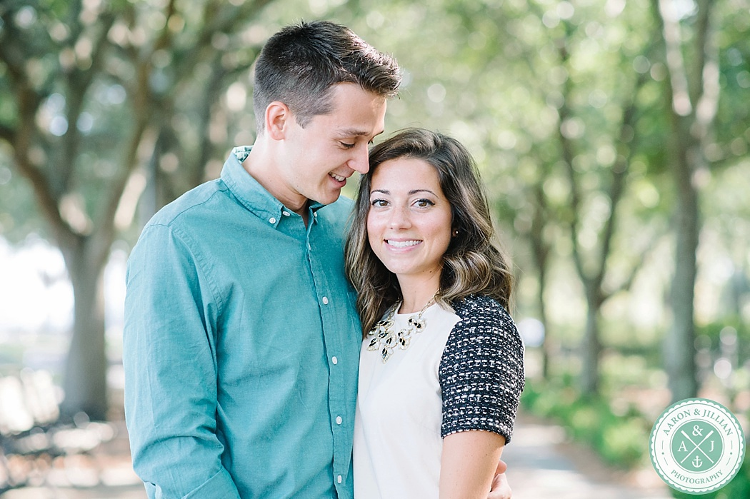 Downtown Charleston engagement photos in Waterfront Park by Aaron and Jillian Photography destination wedding photographers in South Carolina_0001