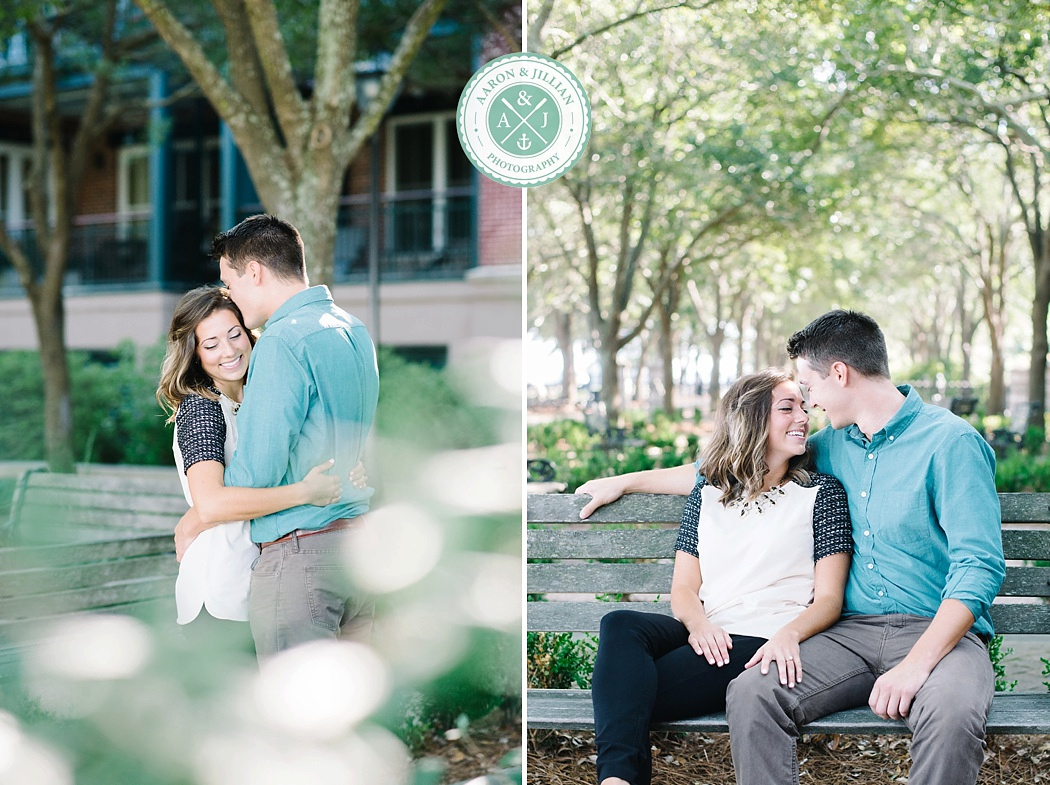 Downtown Charleston engagement photos in Waterfront Park by Aaron and Jillian Photography destination wedding photographers in South Carolina_0008